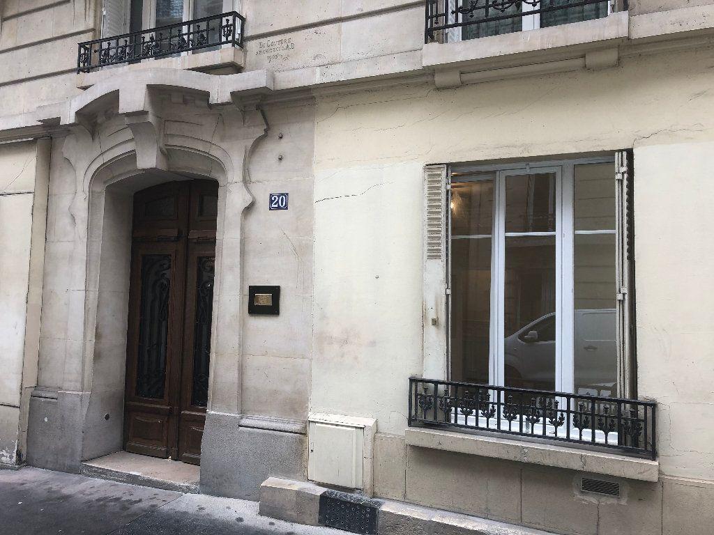 Appartement à louer 1 21.76m2 à Paris 18 vignette-1
