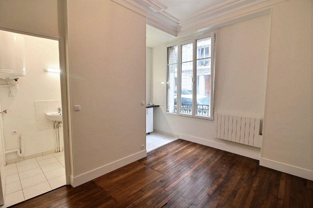 Appartement à louer 1 21.76m2 à Paris 18 vignette-2