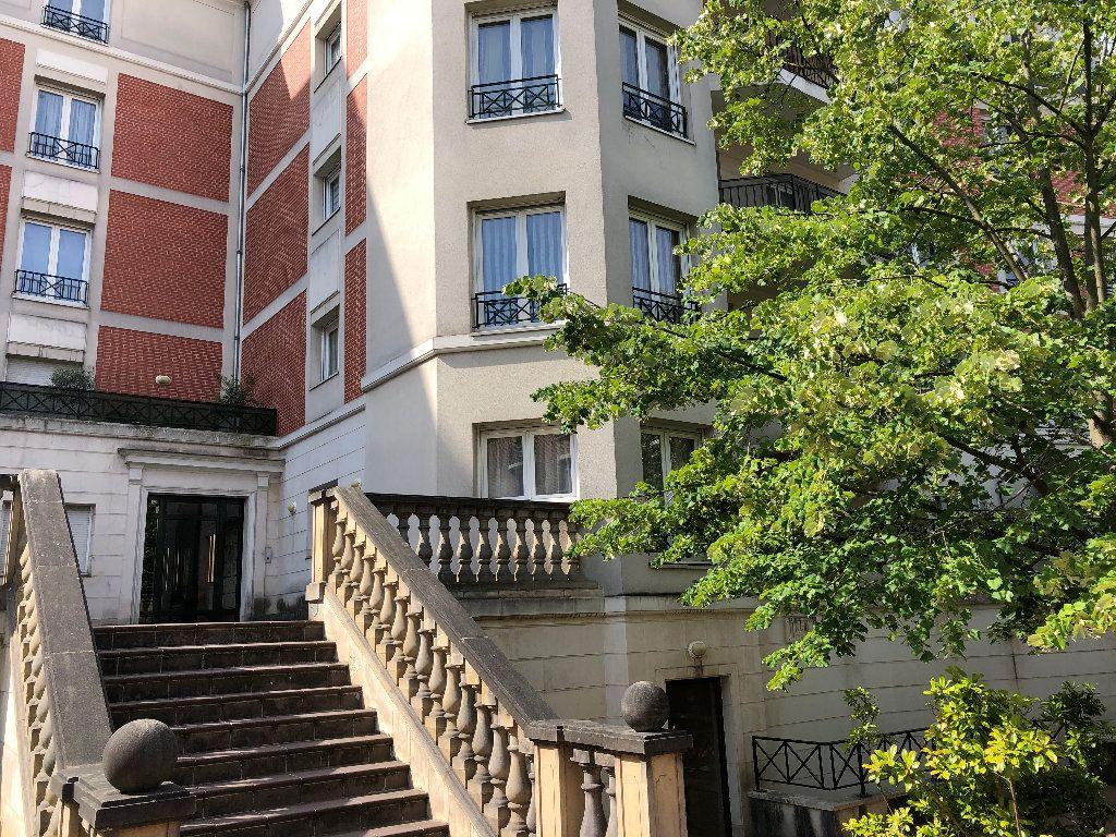 Appartement à louer 2 55m2 à Nogent-sur-Marne vignette-1