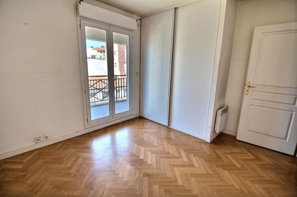 Appartement à louer 2 55m2 à Nogent-sur-Marne vignette-3
