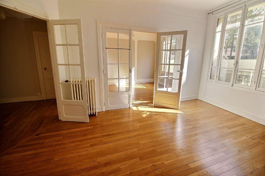 Appartement à louer 3 63m2 à Vincennes vignette-2