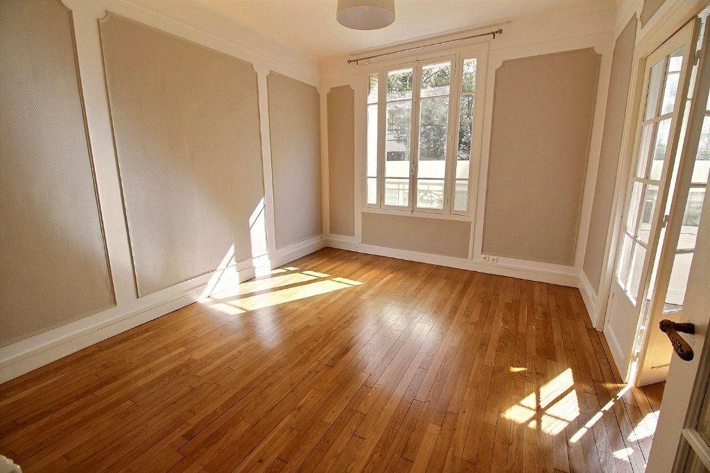 Appartement à louer 3 63m2 à Vincennes vignette-3