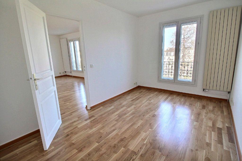 Appartement à louer 4 77.71m2 à Vincennes vignette-3