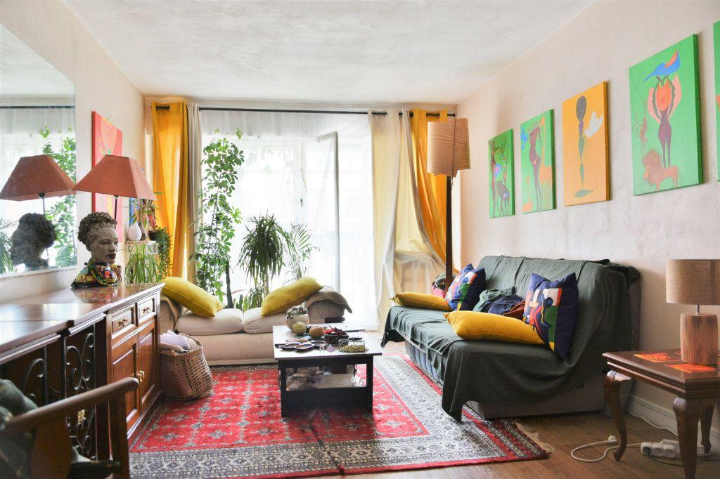Appartement à vendre 1 38m2 à Paris 18 vignette-1