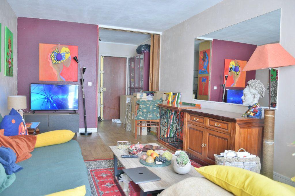 Appartement à vendre 1 38m2 à Paris 18 vignette-4