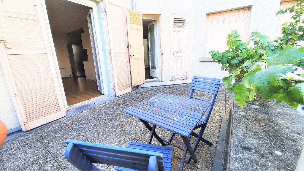 Appartement à vendre 2 45.33m2 à Paris 18 vignette-3
