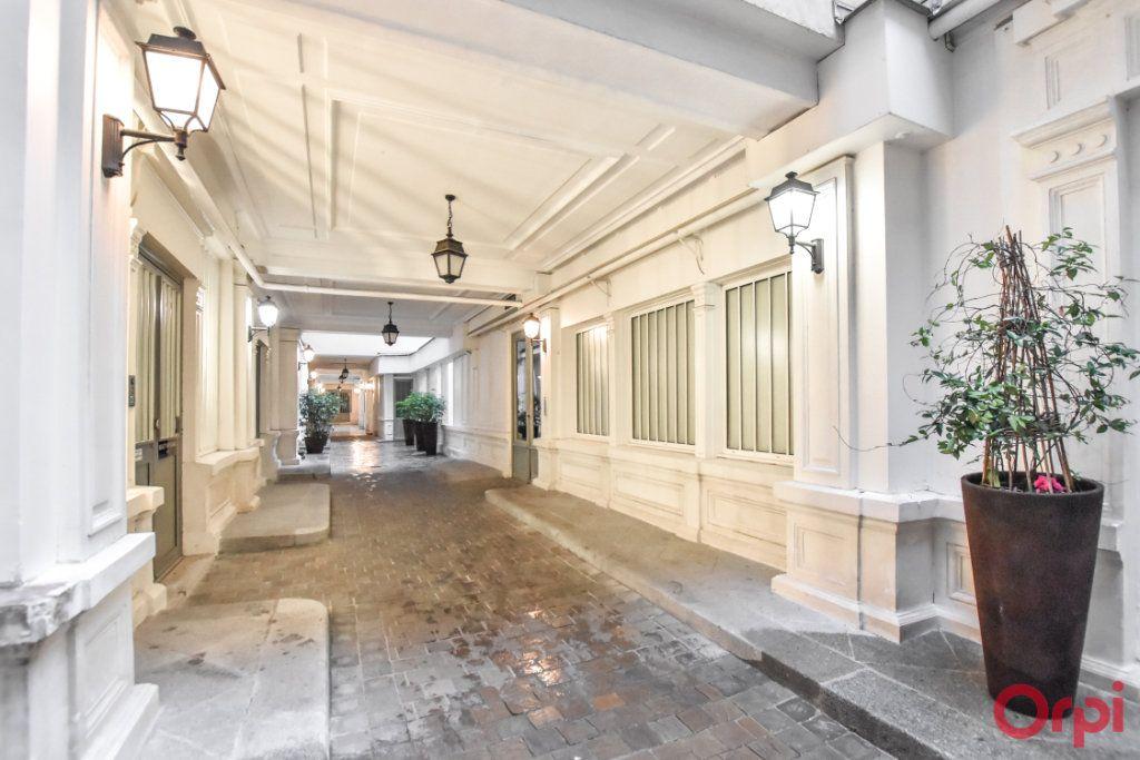 Appartement à vendre 5 125m2 à Paris 9 vignette-2