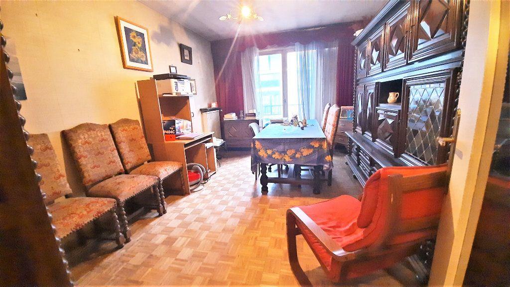 Appartement à vendre 4 81.15m2 à Paris 18 vignette-1