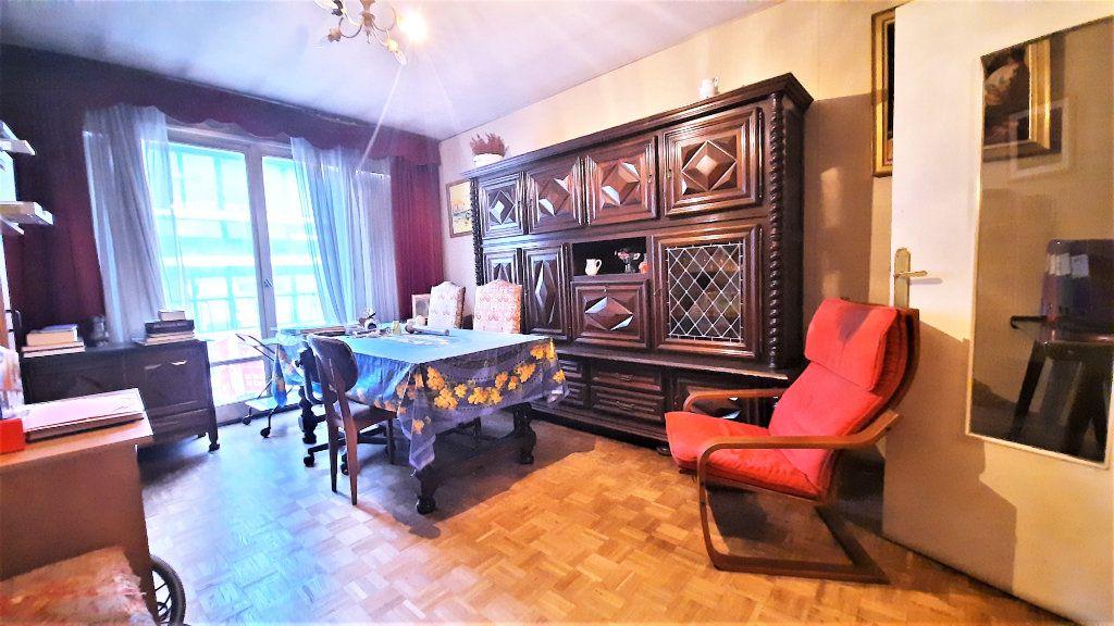 Appartement à vendre 4 81.15m2 à Paris 18 vignette-2