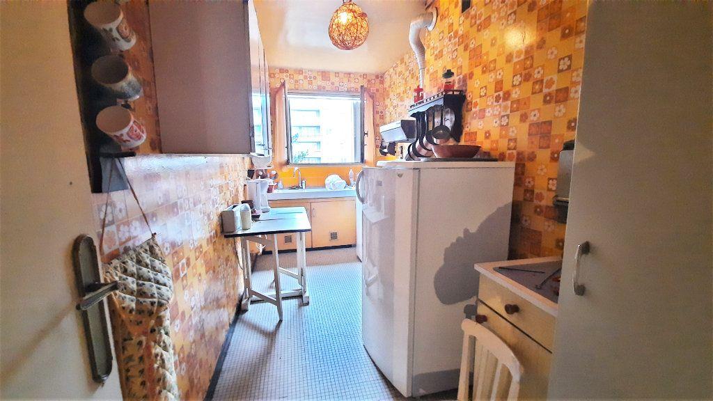 Appartement à vendre 4 81.15m2 à Paris 18 vignette-6