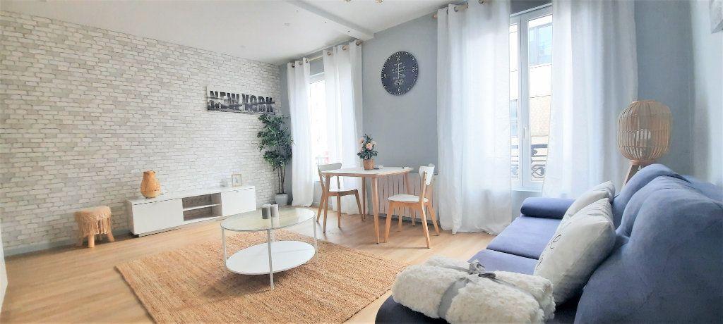 Appartement à vendre 2 40.39m2 à Paris 18 vignette-1