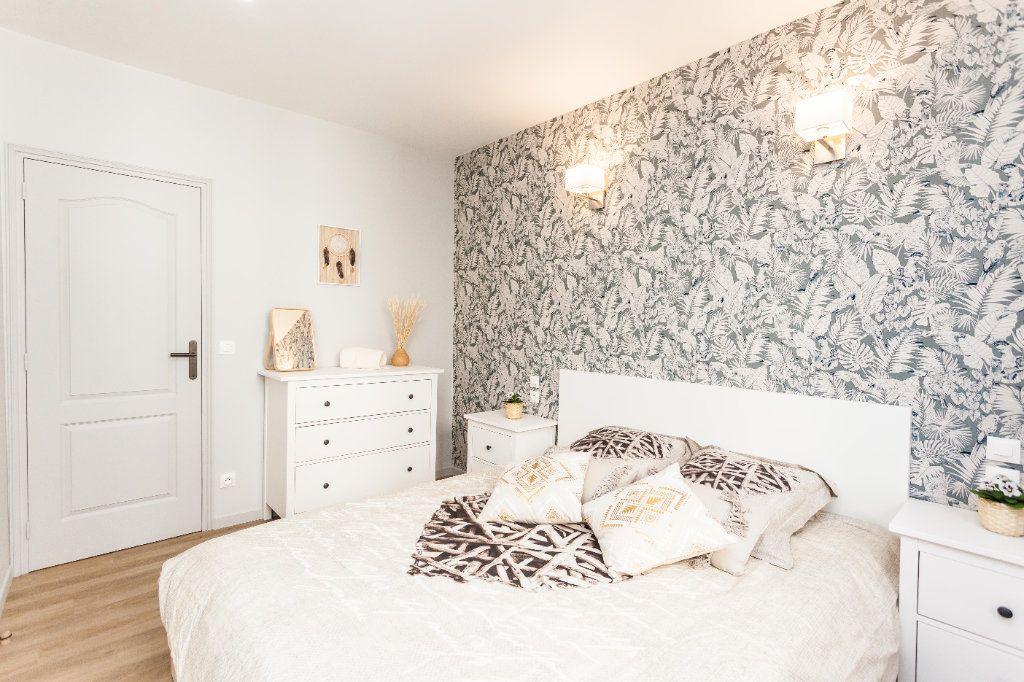 Appartement à vendre 2 40.39m2 à Paris 18 vignette-2