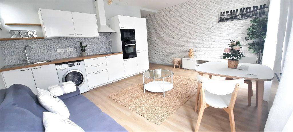 Appartement à vendre 2 40.39m2 à Paris 18 vignette-3