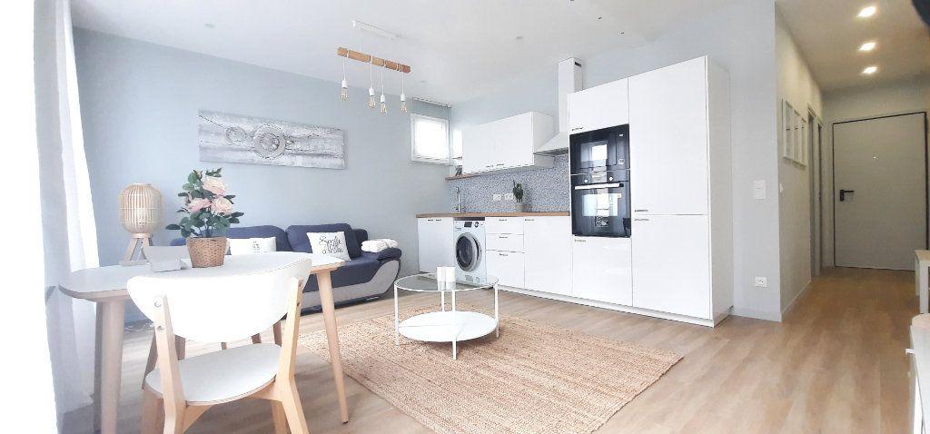 Appartement à vendre 2 40.39m2 à Paris 18 vignette-4