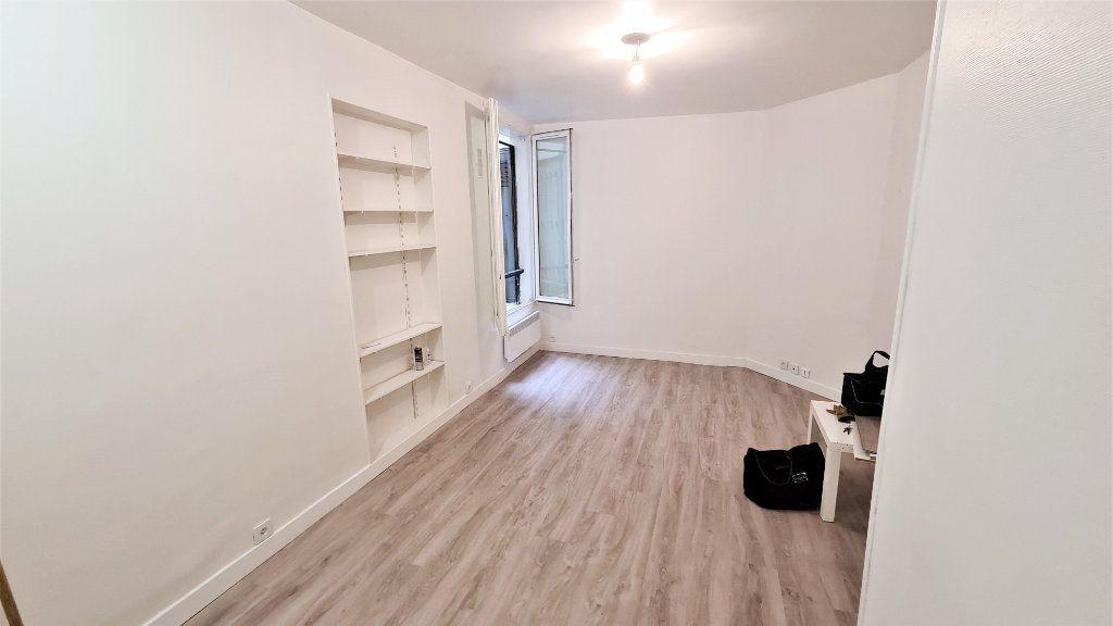 Appartement à vendre 1 20m2 à Paris 18 vignette-1