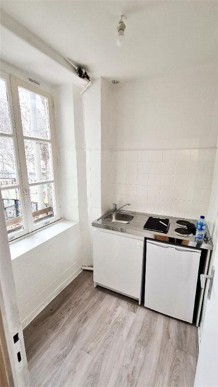 Appartement à vendre 1 20m2 à Paris 18 vignette-2