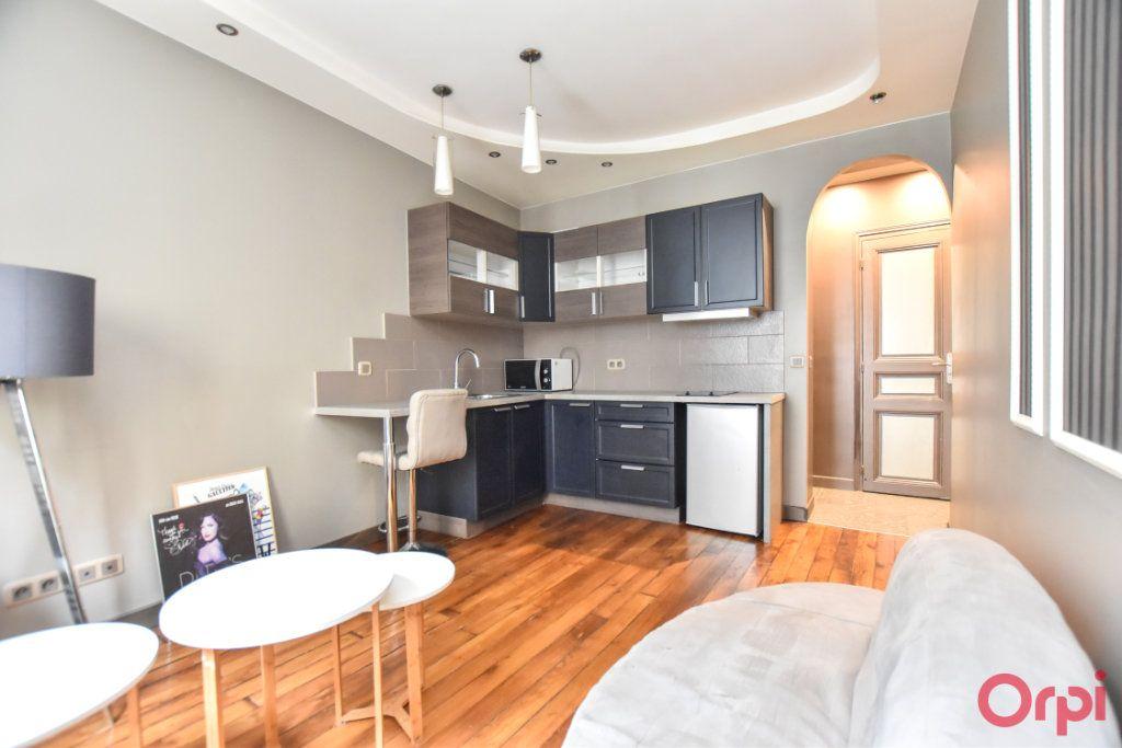 Appartement à vendre 2 33m2 à Paris 18 vignette-1
