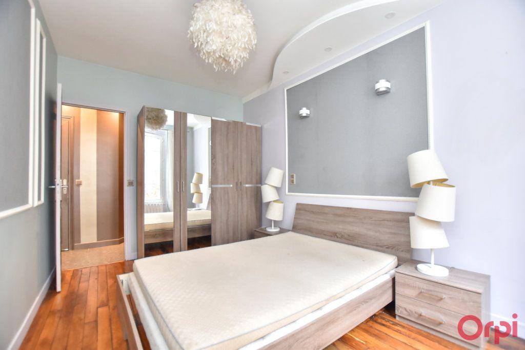 Appartement à vendre 2 33m2 à Paris 18 vignette-3