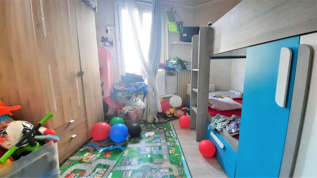 Appartement à vendre 2 36.25m2 à Paris 18 vignette-2