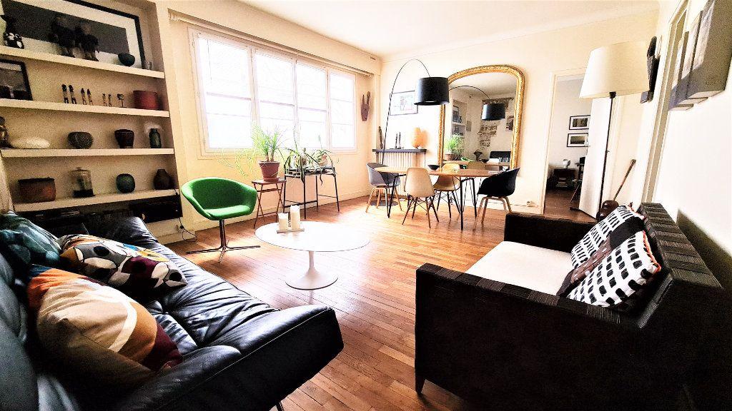 Appartement à vendre 2 66m2 à Paris 18 vignette-1