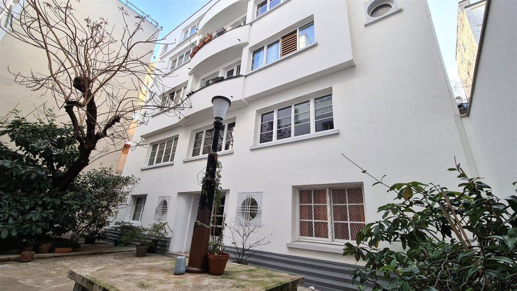 Appartement à vendre 2 66m2 à Paris 18 vignette-2