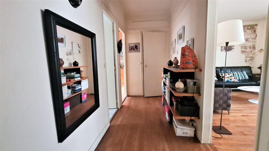 Appartement à vendre 2 66m2 à Paris 18 vignette-3