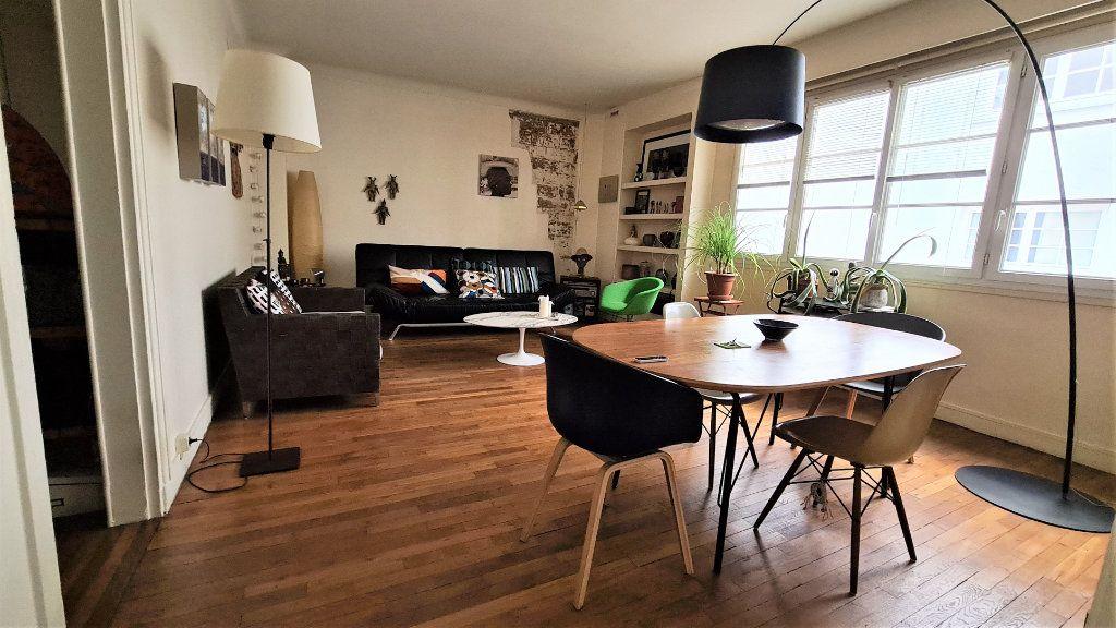 Appartement à vendre 2 66m2 à Paris 18 vignette-4