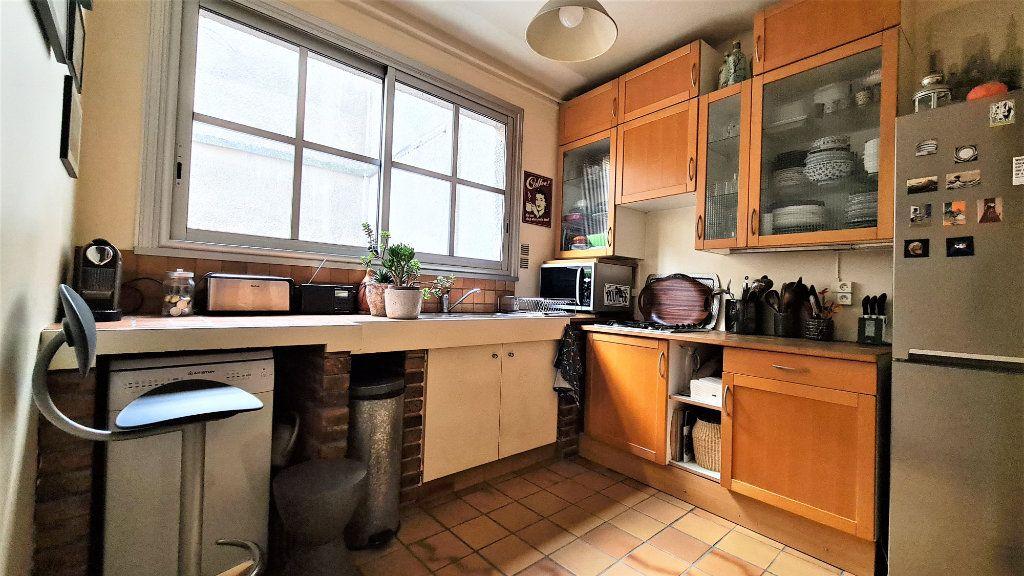 Appartement à vendre 2 66m2 à Paris 18 vignette-5