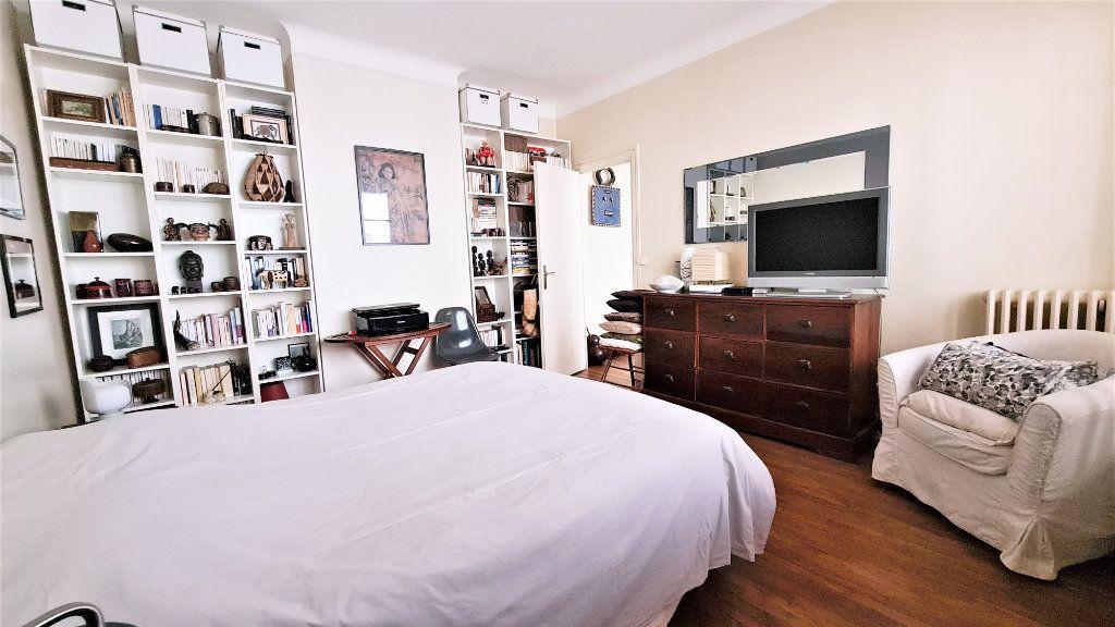 Appartement à vendre 2 66m2 à Paris 18 vignette-6