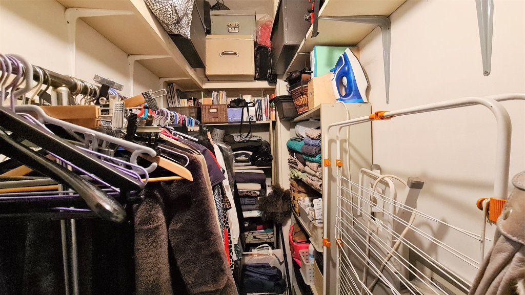 Appartement à vendre 2 66m2 à Paris 18 vignette-8