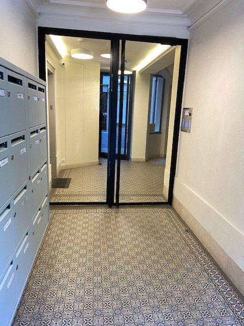 Appartement à vendre 2 29.7m2 à Paris 7 vignette-1
