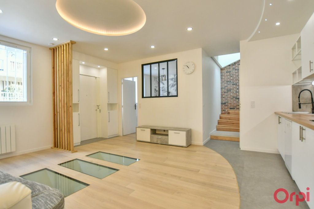 Appartement à vendre 4 93m2 à Paris 18 vignette-1