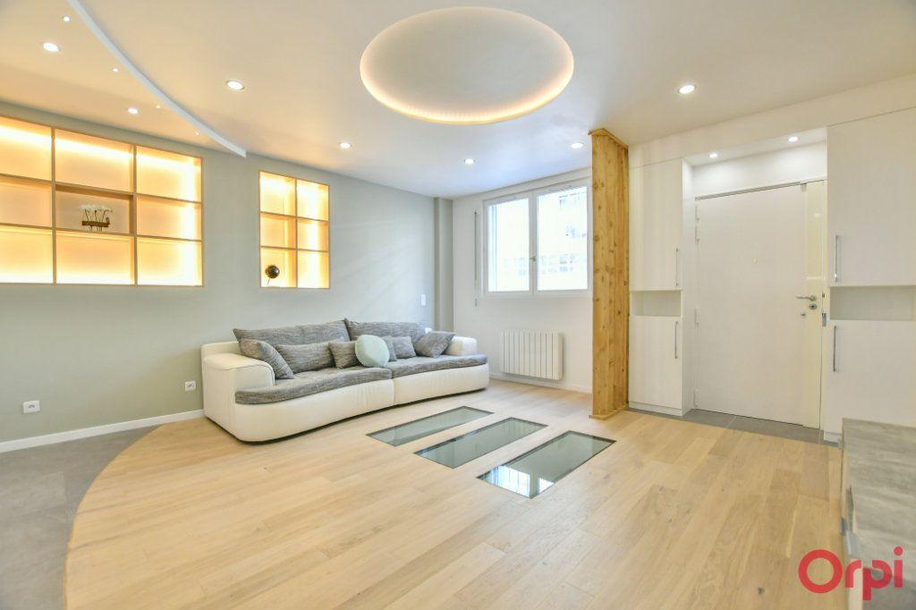 Appartement à vendre 4 93m2 à Paris 18 vignette-3