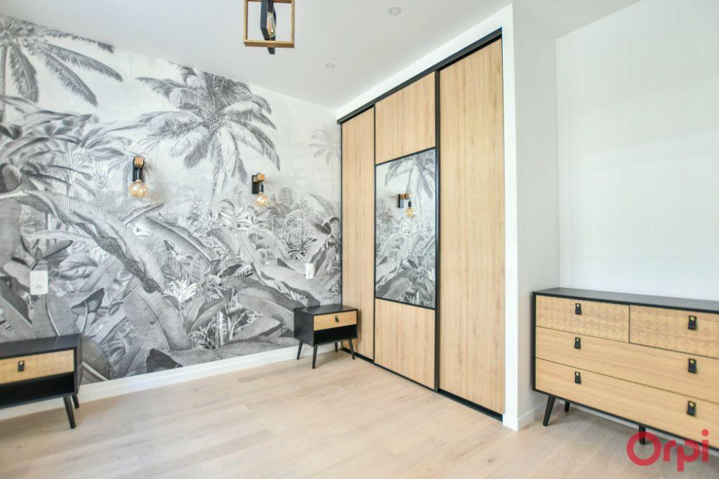 Appartement à vendre 4 93m2 à Paris 18 vignette-9