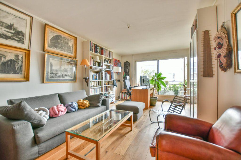 Appartement à vendre 3 70m2 à Paris 18 vignette-1