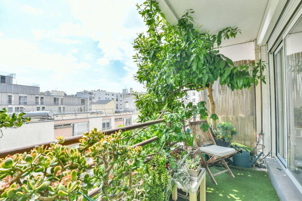 Appartement à vendre 3 70m2 à Paris 18 vignette-2