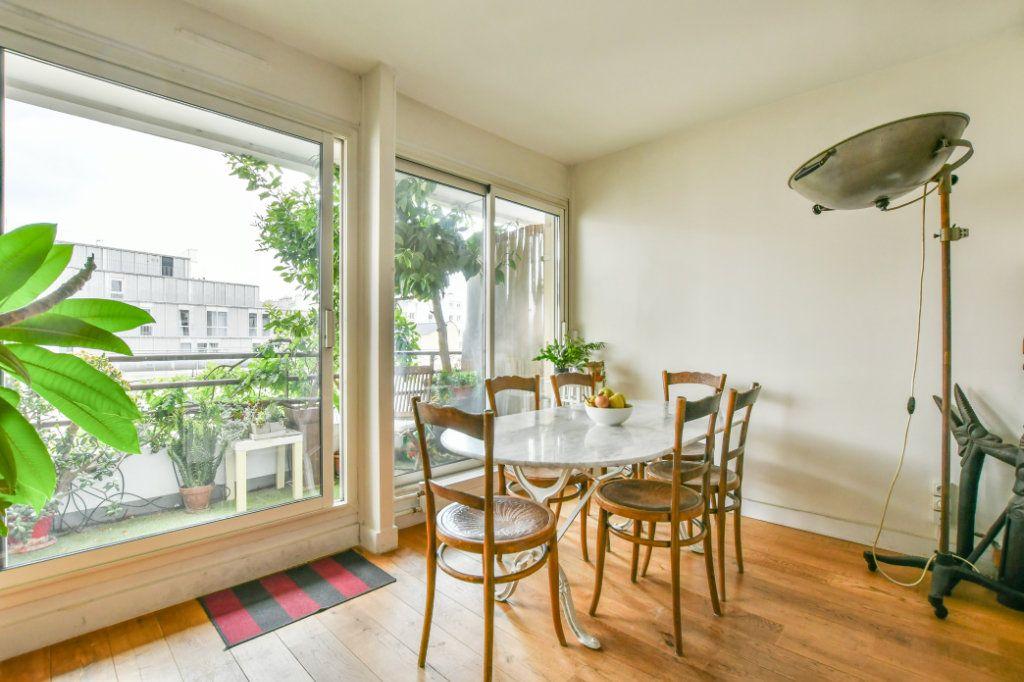 Appartement à vendre 3 70m2 à Paris 18 vignette-3