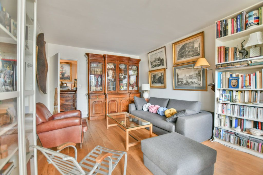 Appartement à vendre 3 70m2 à Paris 18 vignette-4
