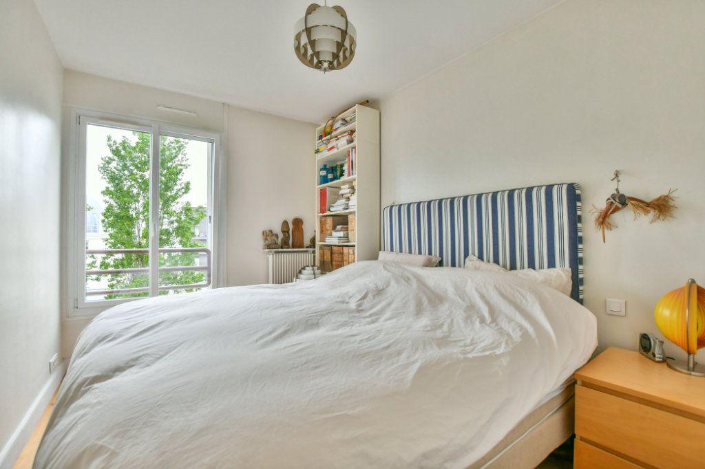 Appartement à vendre 3 70m2 à Paris 18 vignette-10