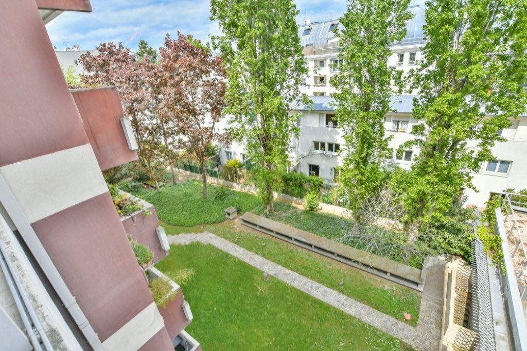 Appartement à vendre 3 70m2 à Paris 18 vignette-11