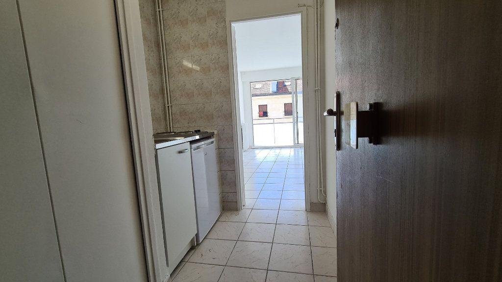 Appartement à vendre 1 22m2 à Paris 18 vignette-3