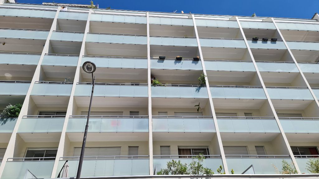 Appartement à vendre 1 22m2 à Paris 18 vignette-5