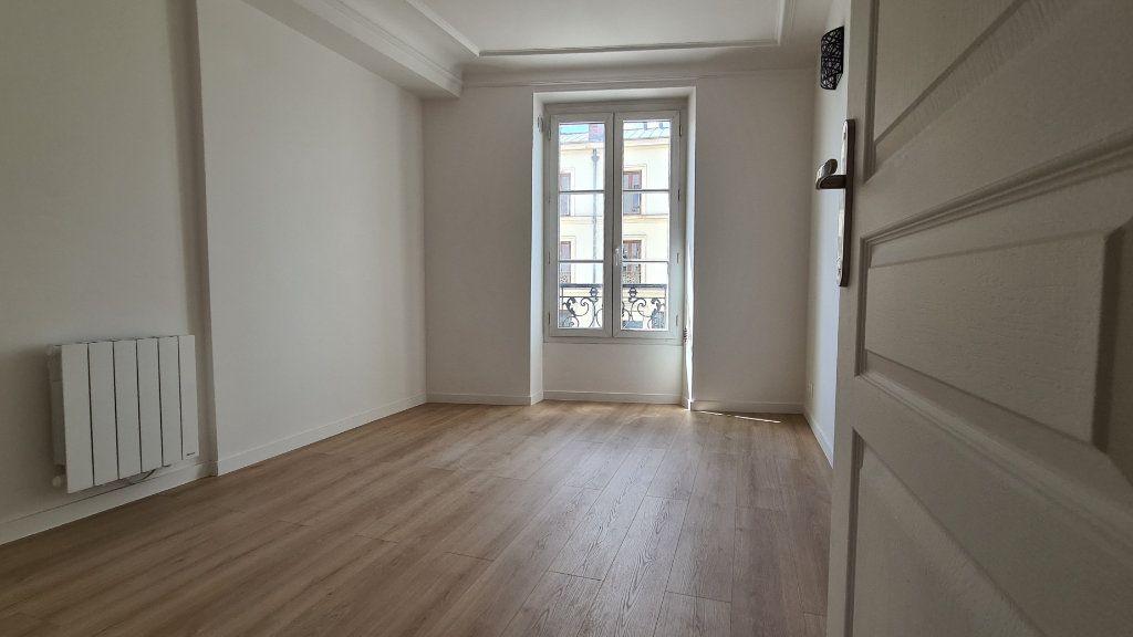 Appartement à vendre 2 30.6m2 à Paris 19 vignette-1
