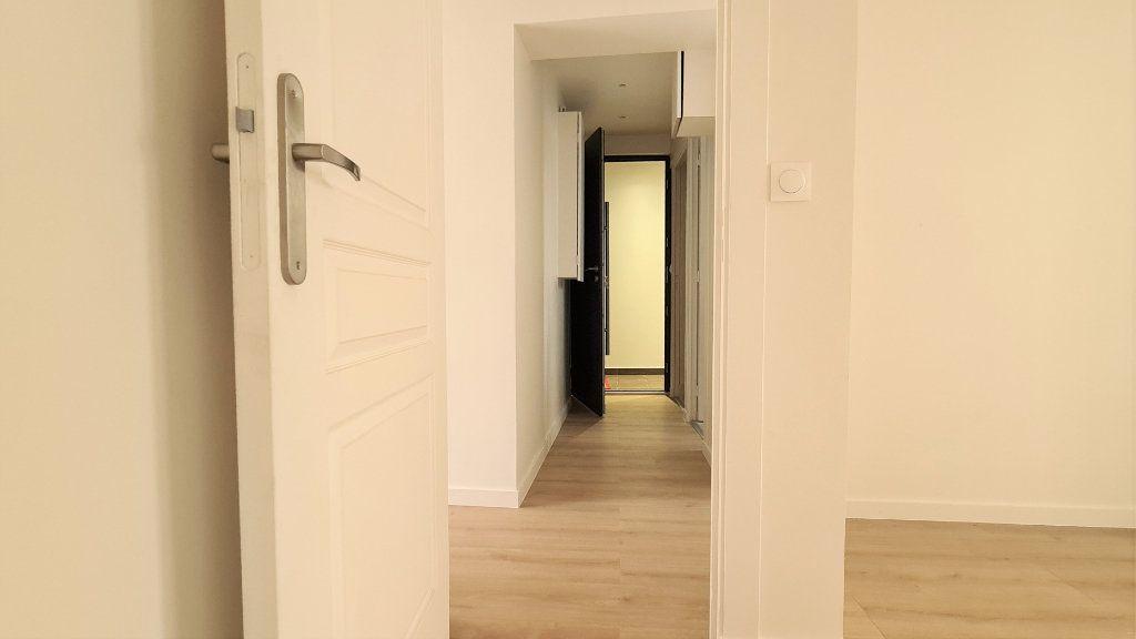 Appartement à vendre 2 30.6m2 à Paris 19 vignette-4