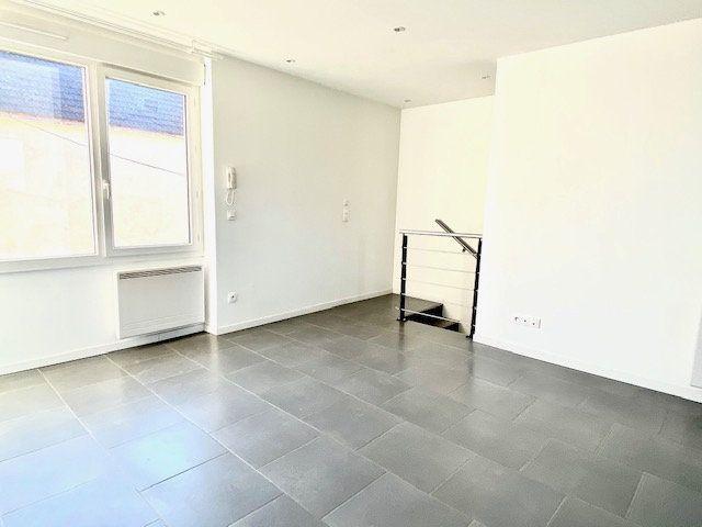 Appartement à louer 3 55.79m2 à Mézières-sur-Seine vignette-2