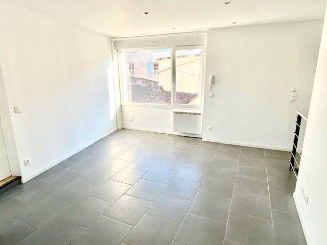 Appartement à louer 3 55.79m2 à Mézières-sur-Seine vignette-3