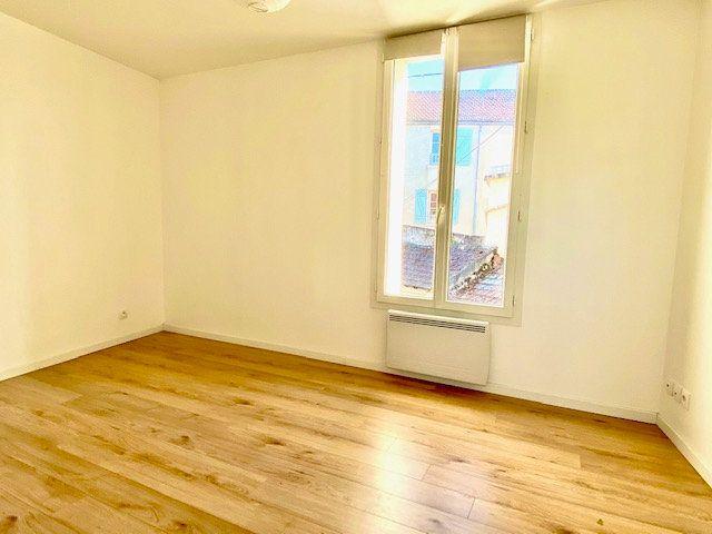 Appartement à louer 3 55.79m2 à Mézières-sur-Seine vignette-5