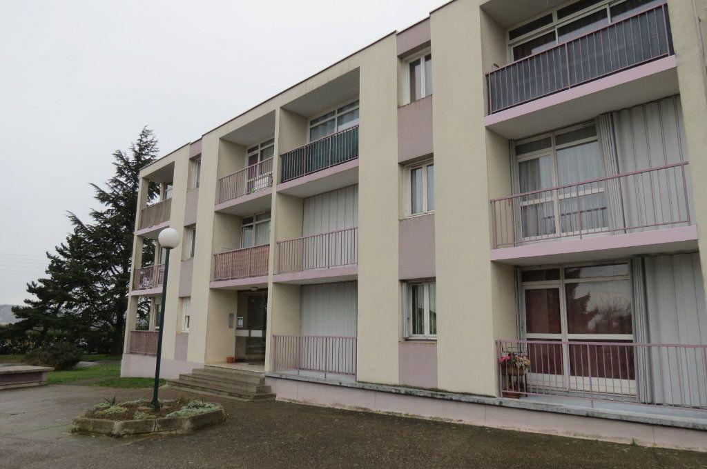 Appartement à louer 1 20.77m2 à Aubergenville vignette-1