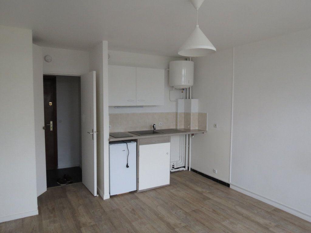 Appartement à louer 1 20.77m2 à Aubergenville vignette-2