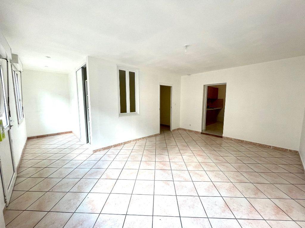 Appartement à louer 2 51.66m2 à Nézel vignette-3
